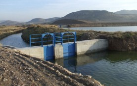 CONSTRUCTION OF WALLS TO HOLD DAM FLOODGATES